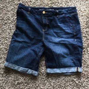 Lane Bryant Bermuda Jeans Shorts Medium Wash Sz 16
